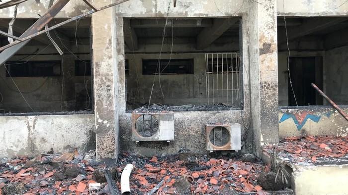 Sisa kebakaran di SMK Yadika 6 Bekasi (Rolando/detikcom)