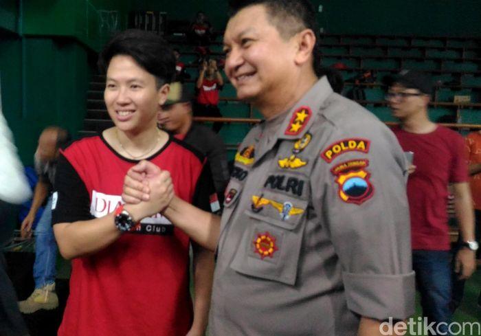 Kapolda Jateng melakukan kunjungan ke Gor Djarum di Kudus, Jawa Tengah. Ia turut didampingi oleh Ketua PB Djarum, Yoppy Rosimin dan Vice President Director Djarum Foundation FX Supandji.