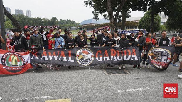 Sejumlah suporter Indonesia siap mendukung tim Merah Putih.