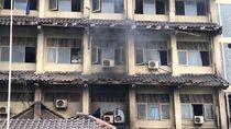 Guru-Warga Berjibaku Padamkan Kebakaran Susulan di SMK Yadika 6 Bekasi
