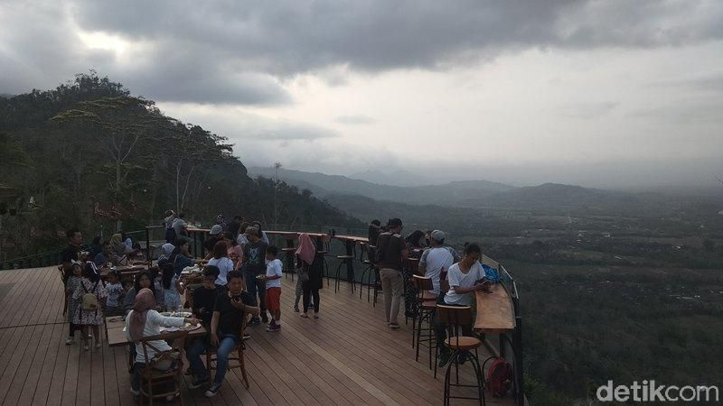 Tempat hits untuk bersantai ini berada di Desa Ngargogondo, Kecamatan Borobudur, Kabupaten Magelang. (Eko Susanto/detiktravel)