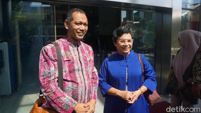 Lili Pintauli Siregar (kanan) dan Nurul Ghufron (kiri) mendatangi gedung KPK (Ibnu/detikcom)