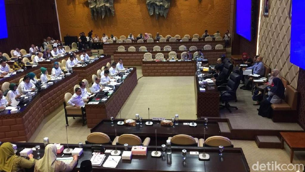 Sepi, Raker Perdana Menteri Desa PDTT Hanya Dihadiri 15 Anggota DPR