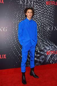 Kalahkan Brad Pitt dan Keanu Reeves, Ini Pria Berbusana Terbaik 2019