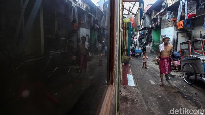 Berdasarkan data bank dunia, ternyata Indonesia masuk dalam jajaran 15 negara yang mampu memerangi kemiskinan ekstrem selama periode 2000-2015 dari total 114 negara.