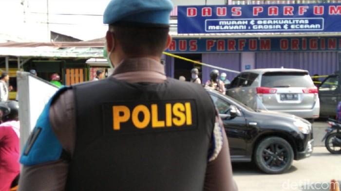 Penangkapan dan penggeledahan terduga teroris di Samarinda. (Suriyatman/detikcom)