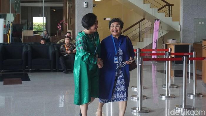 Komisioner KPK terpilih Lili Pintauli Siregar mendatangi KPK. (Ibnu Hariyanto/detikcom)