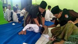 Beragam Keluhan Siswa SMP di Jombang yang Kerap Kesurupan Hingga Dirukyah