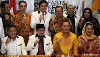 Petinggi PKS dan Partai Berkarya berfoto bersama seusai pertemuan.
