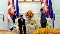 Pertemuan antara JK dengan Hun Sen berlangsung selama tiga puluh menit.