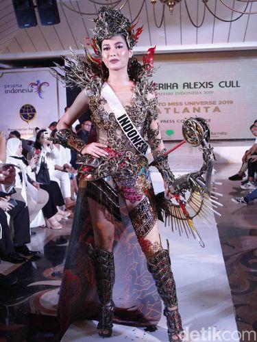 Kostum nasional Puteri Indonesia 2019 Frederika Alexis Cull untuk Miss Universe 2019.