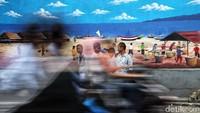Sejumlah warga beraktivitas di kawasan kampung mural bertemakan alam di kawasan Kalibaru, Cilincing, Jakarta Utara, Selasa (19/11/2019).