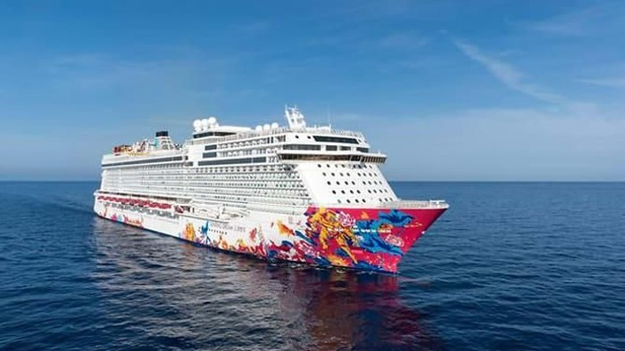 Ilustrasi -- Kapal pesiar Genting Dream (Dream Cruises via Channel News Asia)