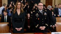 2 Pembantu Penting AS Bersaksi Soal Percakapan Tak Pantas Trump