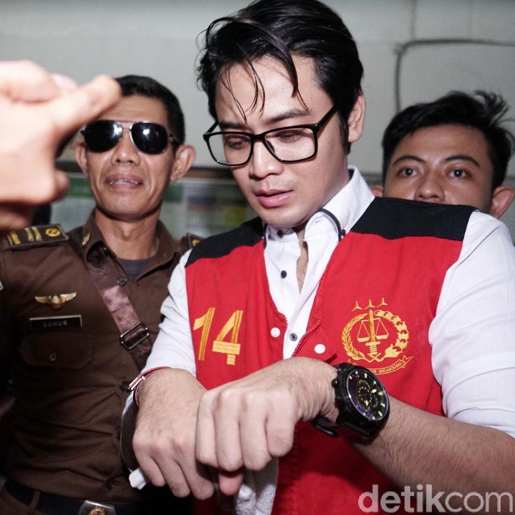 Aktor Kris Hatta Hadapi Sidang Putusan Kasus Penganiayaan Sore Ini