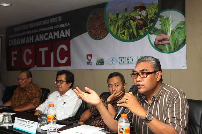 Para pemangku kepentingan sektor industri hasil tembakau (IHT) Indonesia bersatu untuk menyampaikan kekhawatirannya atas semakin kuatnya desakan LSM anti-tembakau dengan berbagai upaya untuk memasukkan pedoman Framework Convention on Tobacco Control (FCTC) salah satunya melalui revisi Peraturan Pemerintah (PP) Nomor 109 tahun 2012 tentang Pengamanan Bahan yang Mengandung Zat Adiktif Berupa Produk Tembakau Bagi Kesehatan. Foto: dok. Liga Tembakau