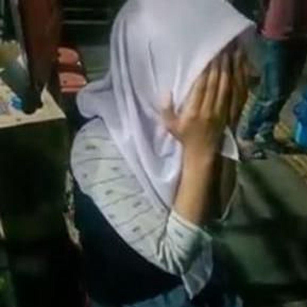 Warga Gerebek Mobil Bergoyang di Serang, Siswi SMA Nangis Ngaku Dipaksa