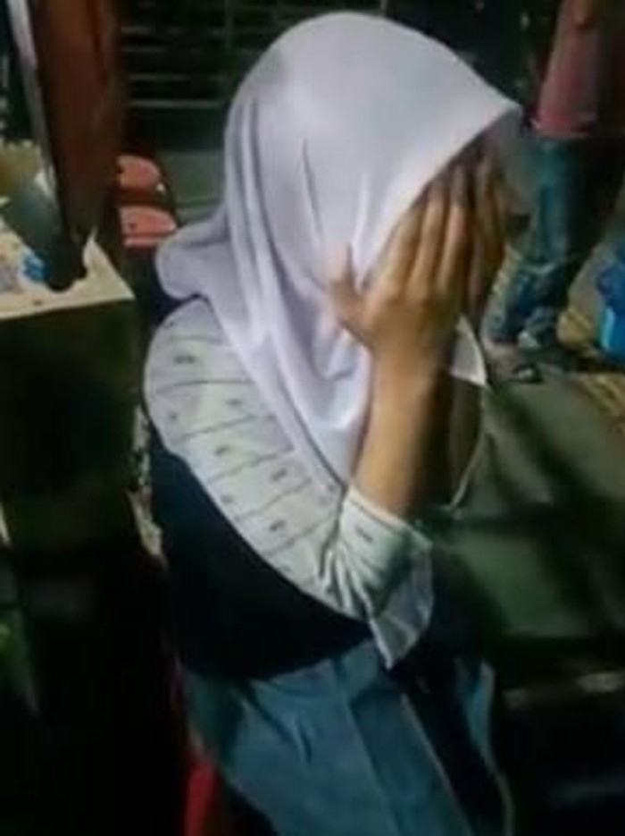 Foto: Screenshot viral mobil bergoyang di mal Serang