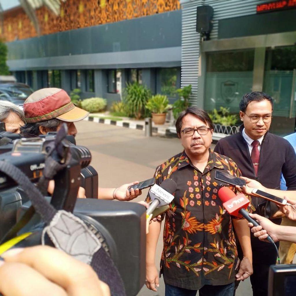 Dilaporkan soal Meme Joker Anies, Ade Armando Curigai Pertemuan Fahira-HRS