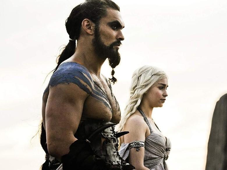 Jason Momoa dan Emila Clarke. Foto: Dok. HBO
