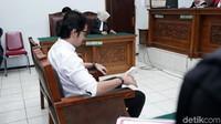 Kriss Hatta saat ditemui di Pengadilan Negeri Jakarta Selatan pada Selasa (19/11).Pool/Palevi S/detikFoto.