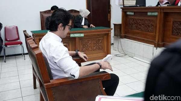 Dituntut 10 Bulan, Kriss Hatta: Jika Salah Bela Wanita, Hukum Berat Saja