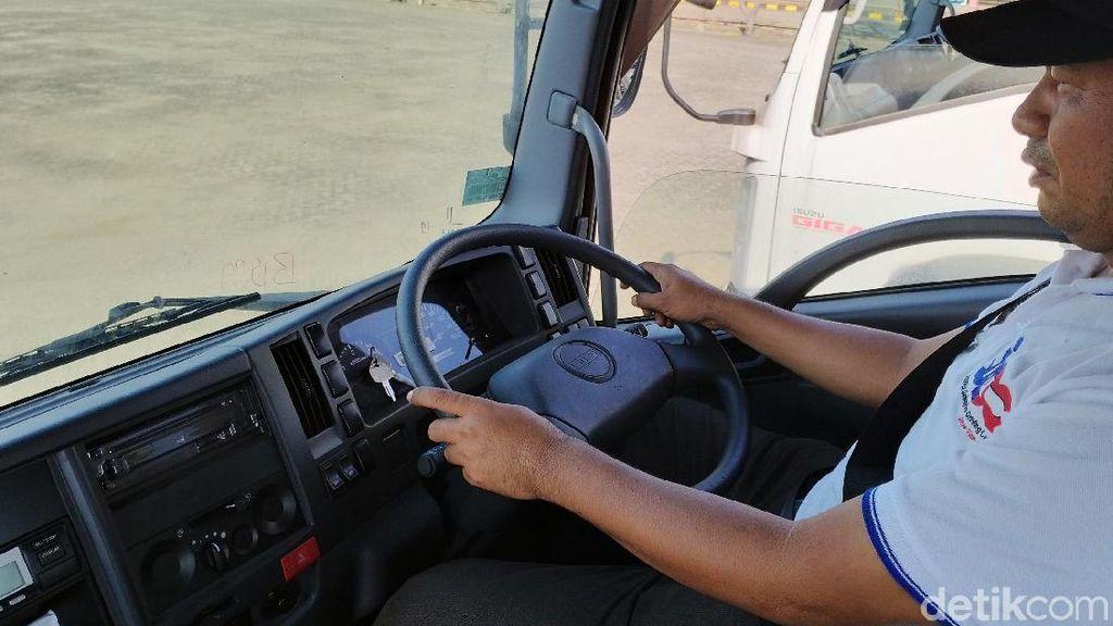Puluhan Pengemudi Truk Dilatih Berkendara Aman