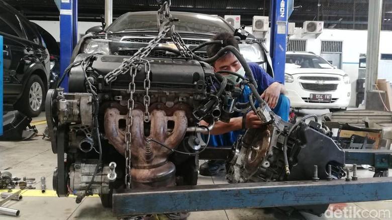 Mekanik Chevrolet di diler Chevy Andalan Foto: Rizki Pratama/detikOto