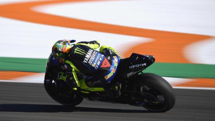 Valentino Rossi finis kesembilan di hari pertama tes MotoGP Valencia. (Foto: Mirco Lazzari gp/Getty Images)