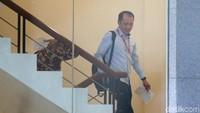 Dalam kasus ini, KPK telah menetapkan dua orang tersangka baru dalam dua perkara berbeda terkait proyek Meikarta. Mereka adalah eks Presiden Direktur Lippo Cikarang Bartholomeus Toto dan Sekda Jawa Barat Iwa Karniwa.