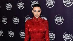 Sneakers Yeezy yang Dipakai Kim Kardashian Diolok-olok Mirip Helm Sepeda