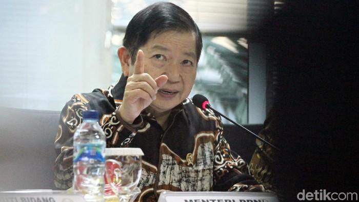 Menteri PPN/Kepala Bappenas Suharso Monoarfa mengikuti rapat kerja bersama Komite I DPD RI. Raker itu membahas Ibu Kota Negara baru.