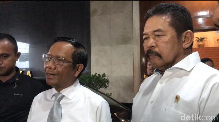 Menko Polhukam Mahfud Md dan Jaksa Agung ST Burhanuddin (Zunita/detikcom)