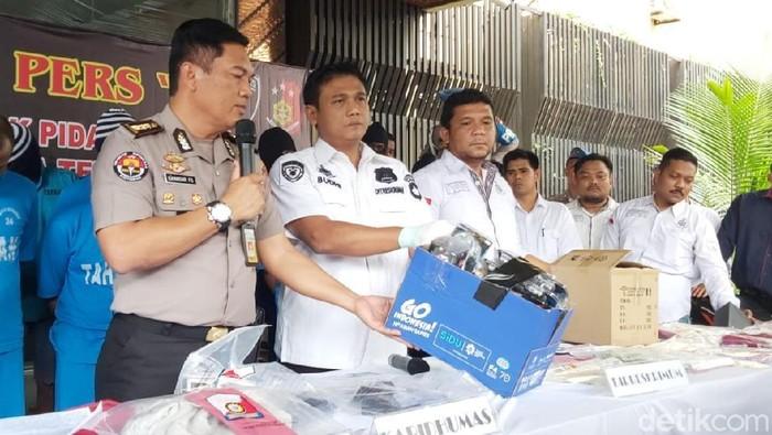 Polda Jateng ungkap kasus perampokan modus buang sopir truk, Rabu (20/11/2019). Foto: Angling Adhitya Purbaya/detikcom