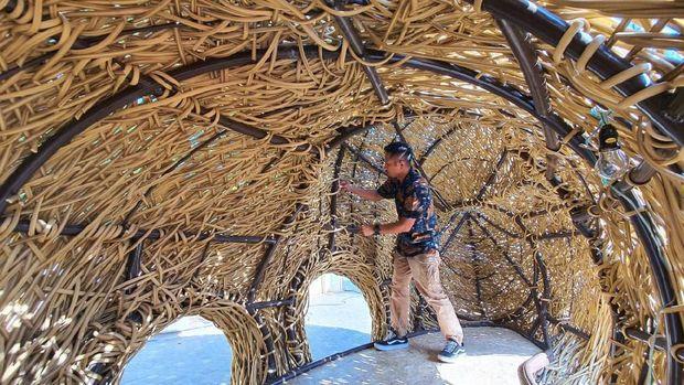 Joko Avianto Kembali Lagi dengan Karya Instalasi 'Kendaraan Langit'