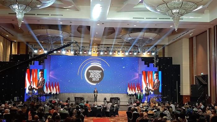 Jokowi di Indonesian Mining Association Award 2019 (Hendra Kusuma/detikcom)