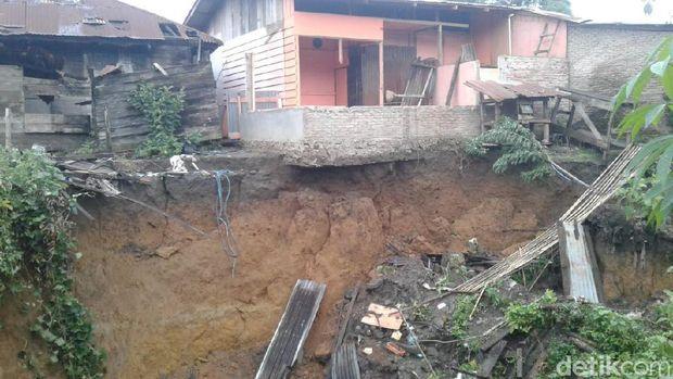 Lubang besar di Dairi Sumut