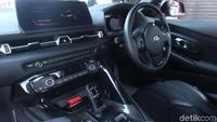 GR Supra terbaru mengusung mesin 3.000 cc Turbo 6- silinder segaris, dengan transmisi 8-speed Sport Automatic.