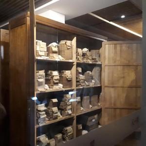 Mengintip Koleksi Buku Kuno di Salah Satu Perpustakaan Privat Tertua Dunia
