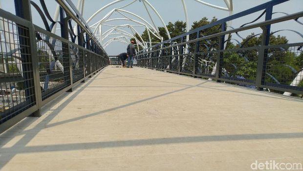 Hampir Rampung, Begini Wajah Baru JPO Jembatan Gantung Daan Mogot