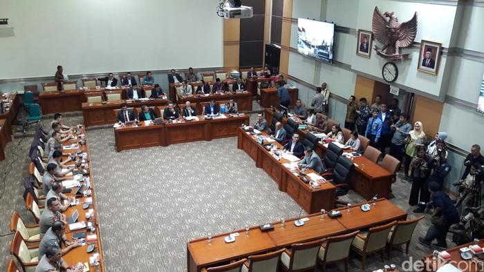 Rapat Komisi III DPR dengan Kapolri Jenderal Idham Azis (Marlinda Oktavia Erwanti/detikcom)