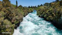 Terbius Keindahan Air Terjun Super Biru di New Zealand