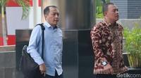 Toto tiba di gedung KPK untuk menjalani pemeriksaan terkait kasus suap proyek Meikarta.