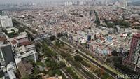 Pada tahun 2013 Jakarta adalah kota terpadat ke 10 dunia dan sekarang berada di posisi 9. Kepadatan Jakarta sendiri tercatat 15.000 jiwa per kilometer di 2017.