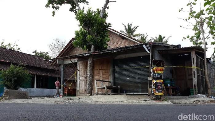 Rumah yang digeledah Densus di Playen, Gunungkidul, Rabu (20/11/2019). Foto: Pradito Rida Pertana/detikcom