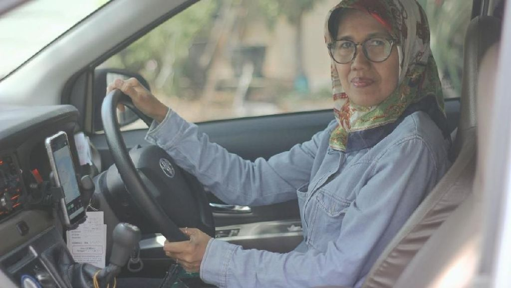 Single Parent, Sawitri Gantungkan Asa Jadi Drvier GrabCar