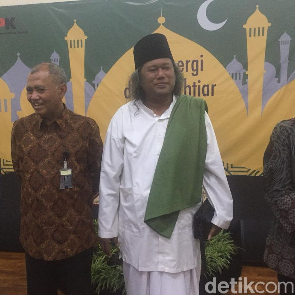 Setelah Ustaz Somad, Kini Giliran Gus Muwafiq Beri Tausiah di KPK