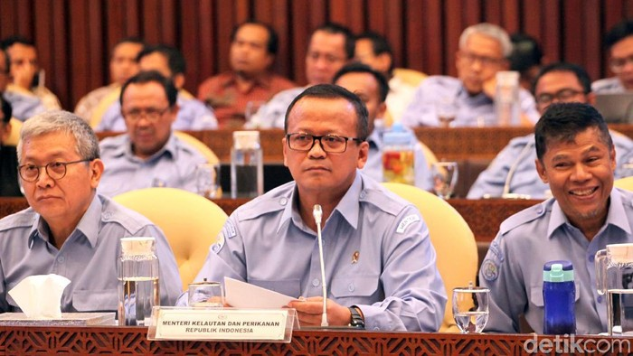 Menteri KKP Edhy Prabowo hadiri raker bersama Komisi IV DPR RI. Ada berbagai hal dibahas dalam raker itu, salah satunya terkait program kerja Kementerian KKP.