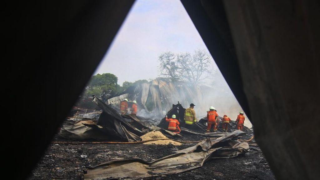 Gudang Plastik di Jakbar Terbakar, 14 Mobil Damkar Diturunkan