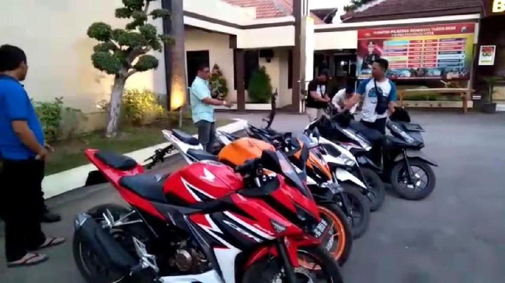 Belasan Motor Curian Dikubur dalam Jerami di Kampung Begal Pasuruan